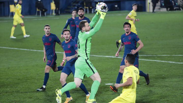 Jan Oblak atrapa un centro lateral en el partido contra el Villarreal.