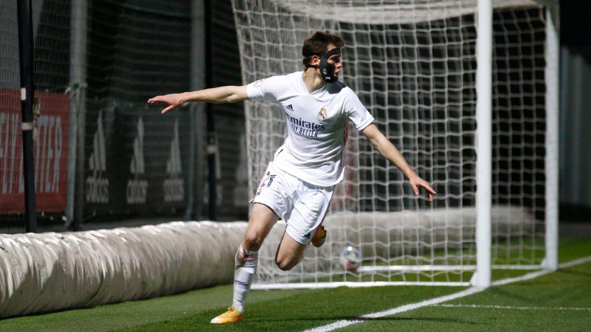 El Castilla castiga el plan de Iriondo con un gol de Latasa