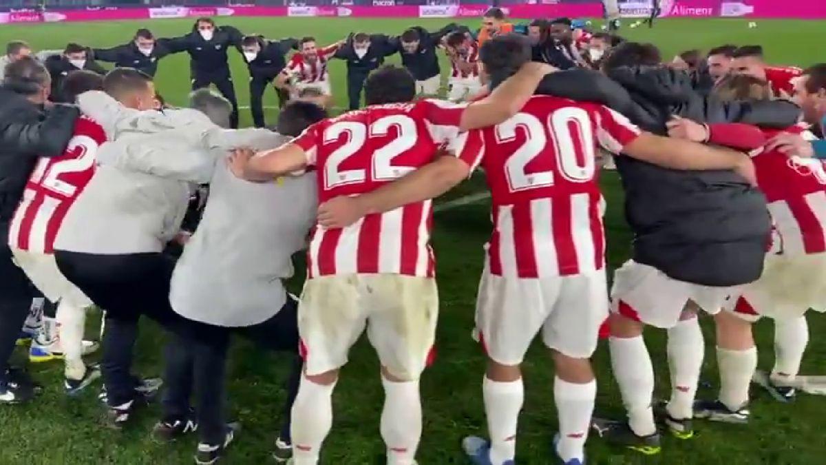 La celebración del Athletic nada más terminar que pone la piel de gallina a todo el fútbol