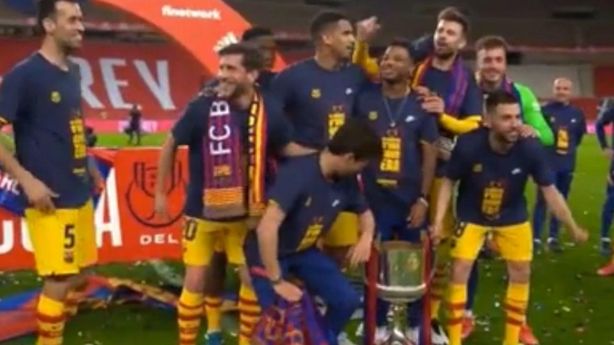 No hay otro hater en el fútbol como Piqué: el 'troleo' que le clavó a Dembélé en plena celebración