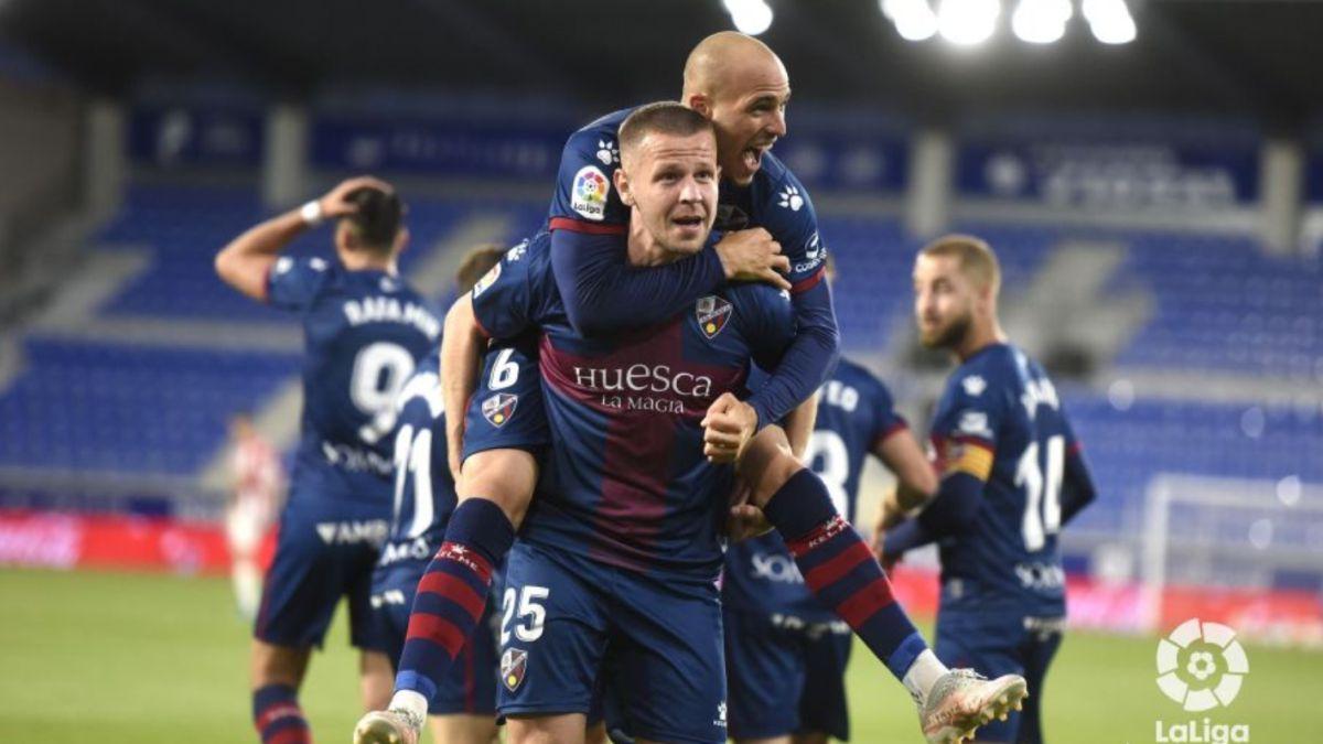 Sandro y Unai Simón permiten soñar al Huesca con la permanencia