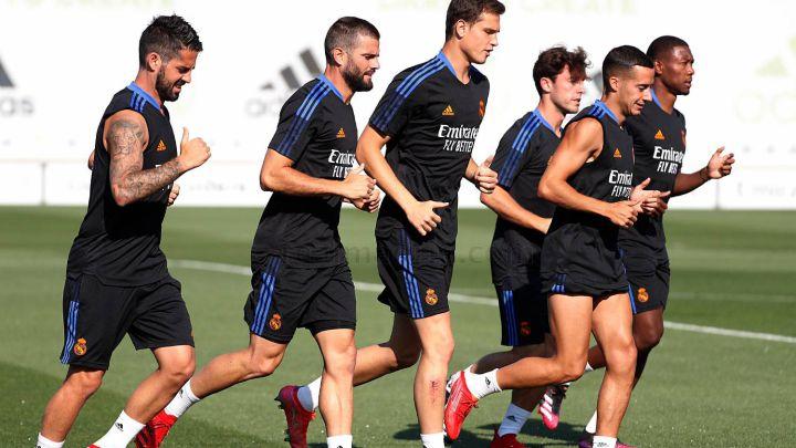 Alaba, el primero por la derecha, se ejercitó por primera vez con el Real Madrid.