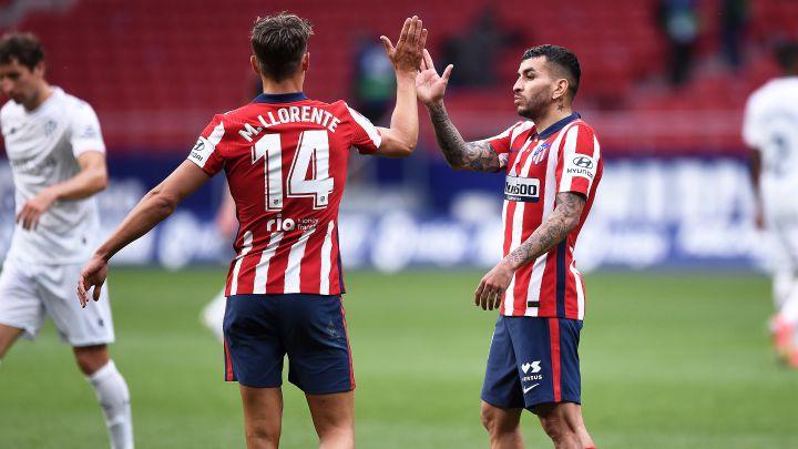 Marcos Llorente y Ángel Correa celebran un gol.