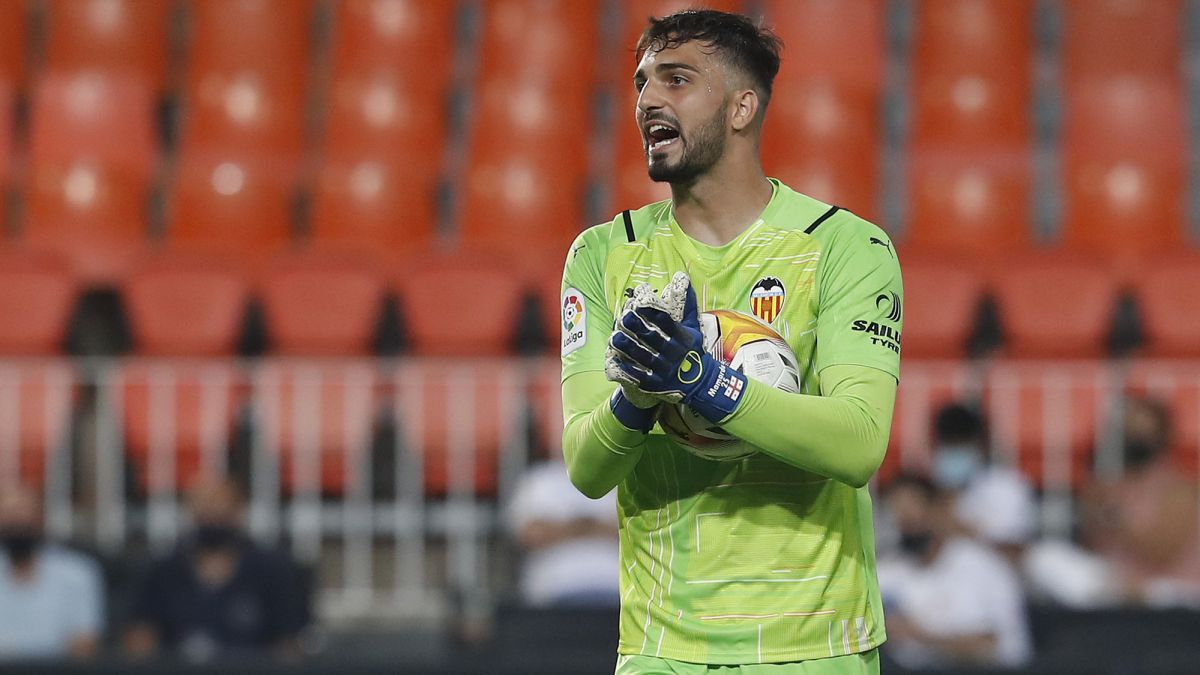 """Valencia Mamardashvili, the new Mestalla sensation: """"It's similar to  Courtois"""" - Archytele"""