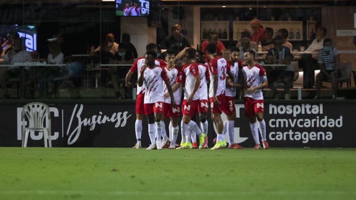 El Almeria comienza fuerte y se coloca líder en una jornada donde el Leganés es sorprendido por el filial de la Real Sociedad.