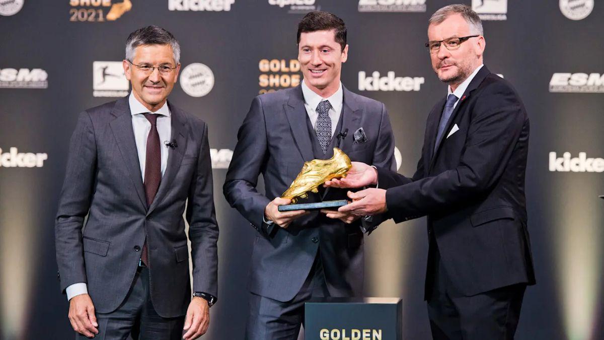 Lewandowski recibe la Bota de Oro: 'Me vi con Florentino Pérez...'