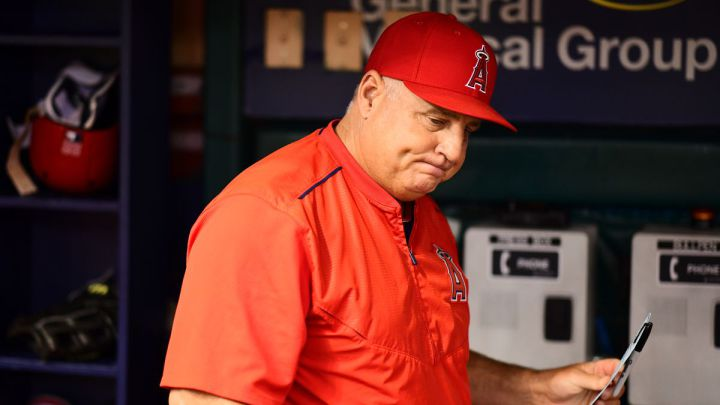 Mike Scioscia con los Angels