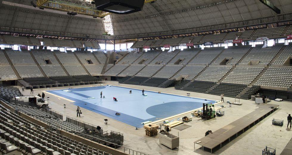 El peso de la piscina obliga a reforzar el palau sant for Piscinas sant jordi barcelona