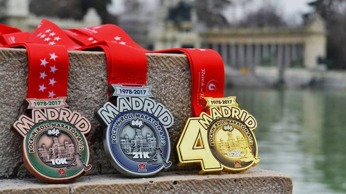 Las 37.000 medallas de 'finisher' de la Maratón de Madrid, listas