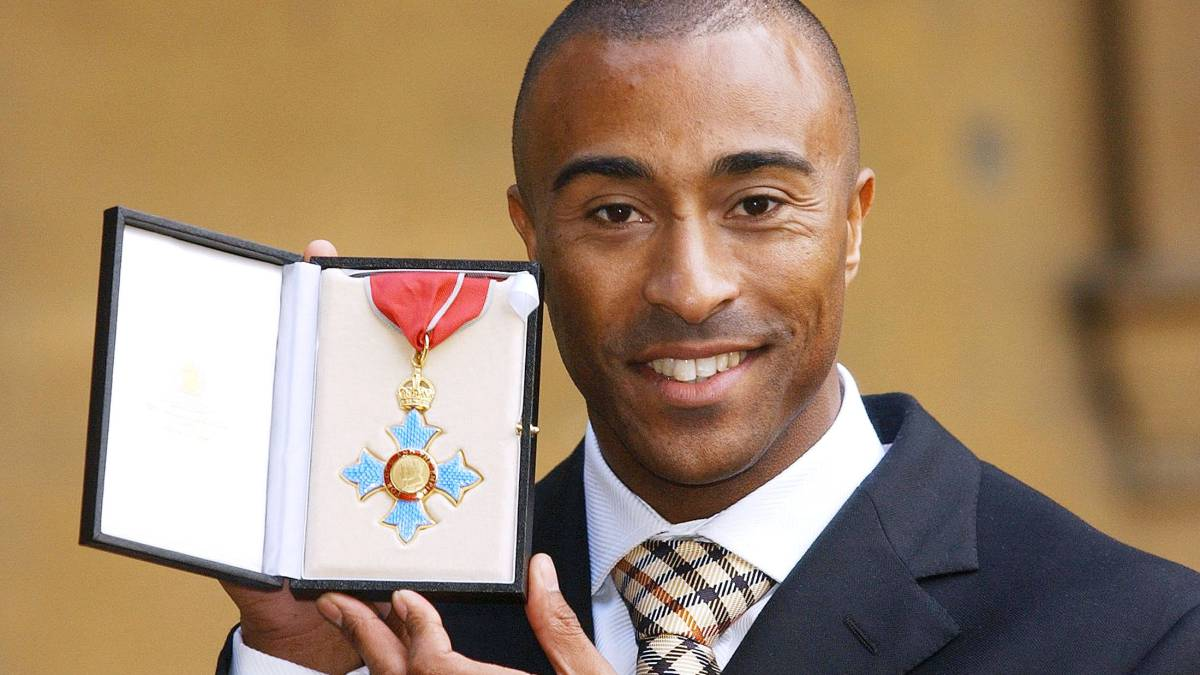 Colin Jackson receiving his award.