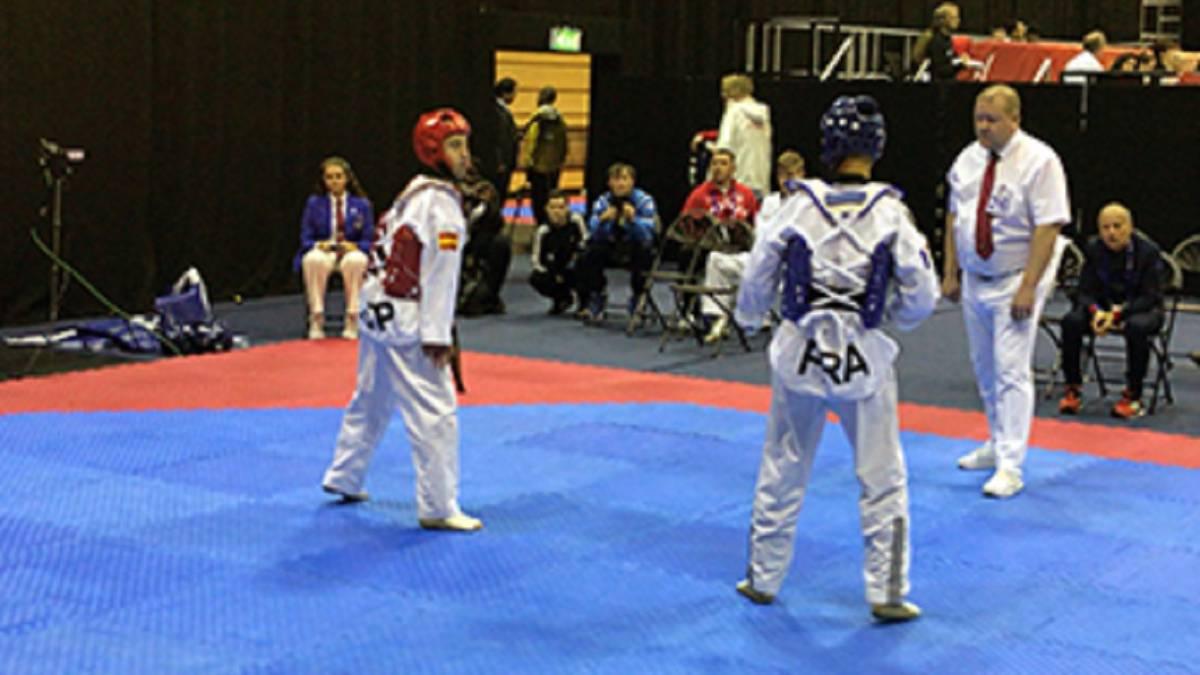 El taekwondista Álex Vidal compite durante los Mundiales Paralímpicos de Taekwondo de Londres.