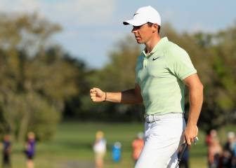 McIlroy sube, Johnson sigue líder y Tiger Woods roza el Top-100