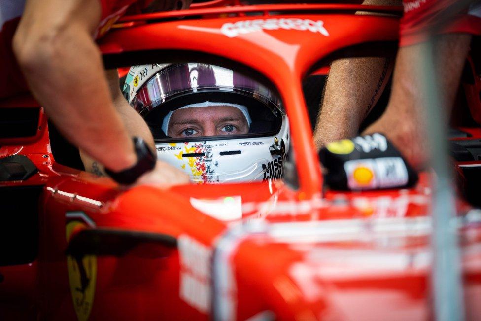 El piloto alemán de Ferrari, Sebastian Vettel, se prepara para los entrenamientos del Gran Premio de Japón de Fórmula Uno en Suzuka