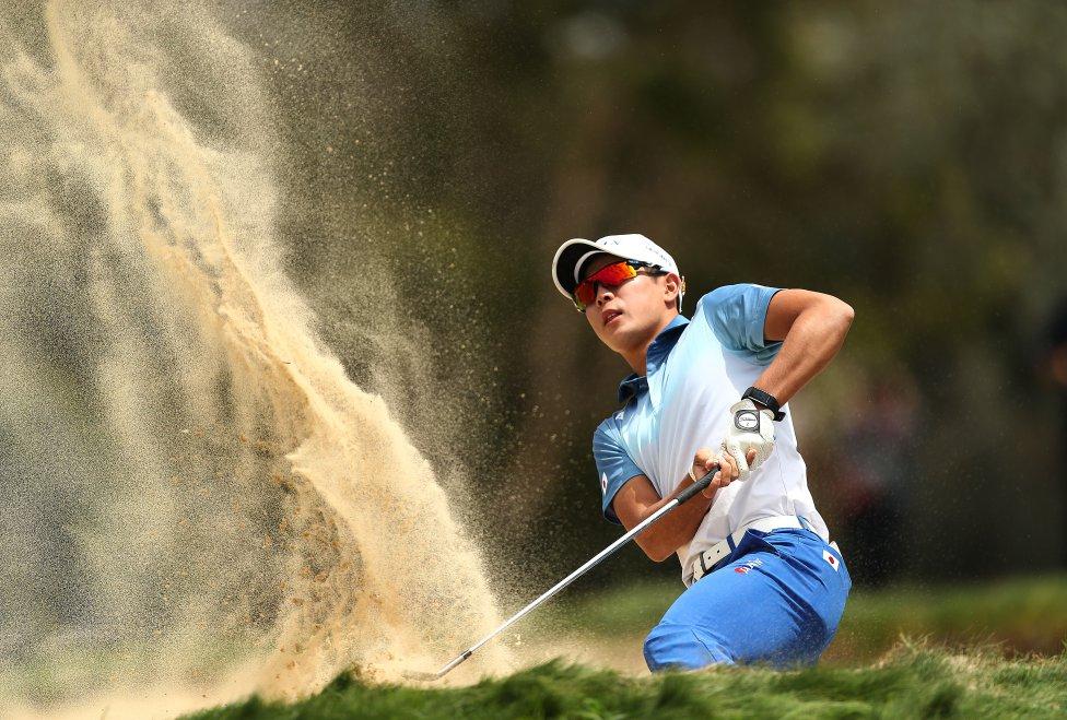 El golfista japonés Keita Nakajima en el cuarto hoyo durante el tercer día del Abierto de Golf Australiano 2018 en el Club de Golf Lakes en Sydney, Australia.