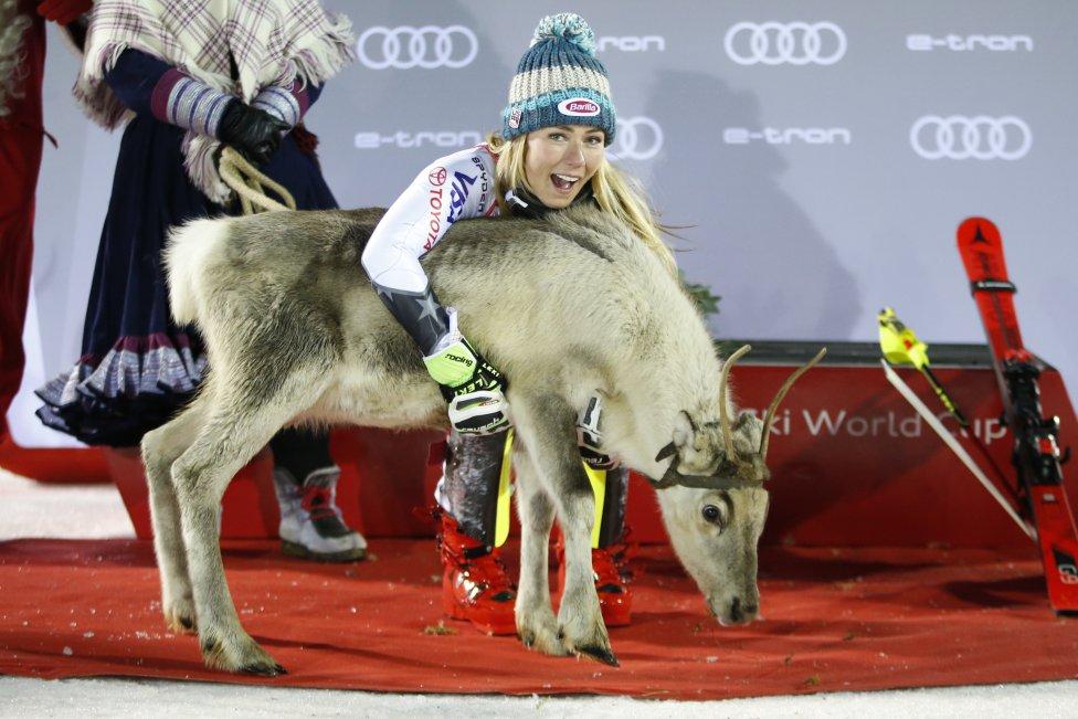 La esquiadora estadounidense Mikaela Shiffrin tras ganar el slalom femenino de la Audi FIS Alpine Ski World Cup en Levi, Finlandia.