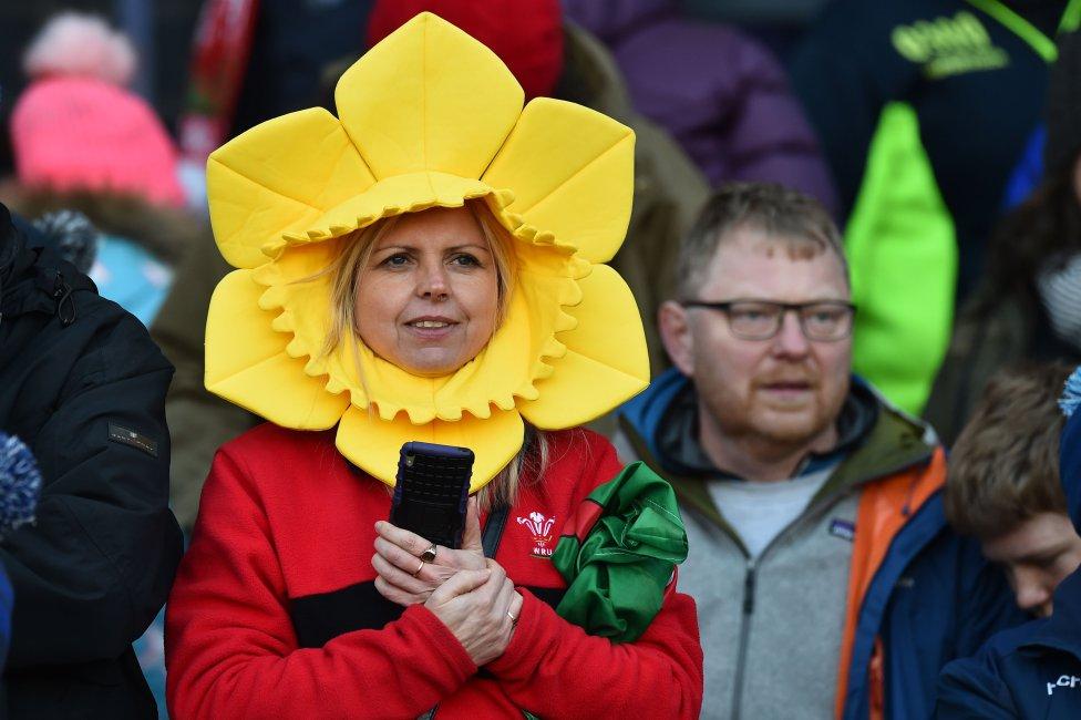 Los aficionados de Gales después del partido internacional de rugby Seis Naciones entre Escocia y Gales en el Murrayfield Stadium de Edimburgo.