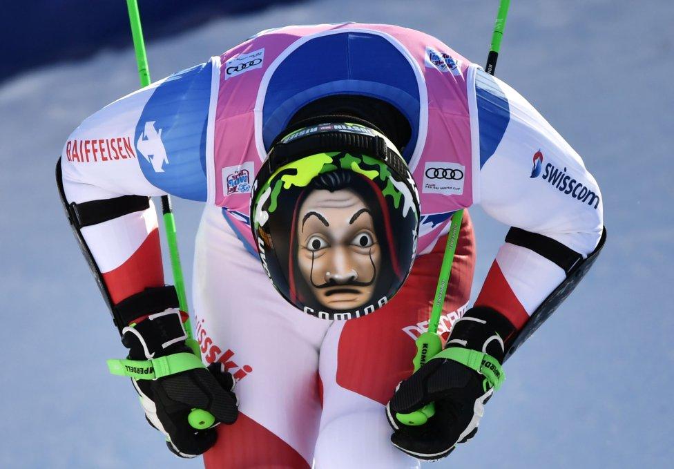 El esquiador suizo Justin Murisier cruza la línea de meta tras la segunda carrera del eslalon gigante masculino en la Copa del Mundo de Esquí Alpino FIS, en Adelboden.
