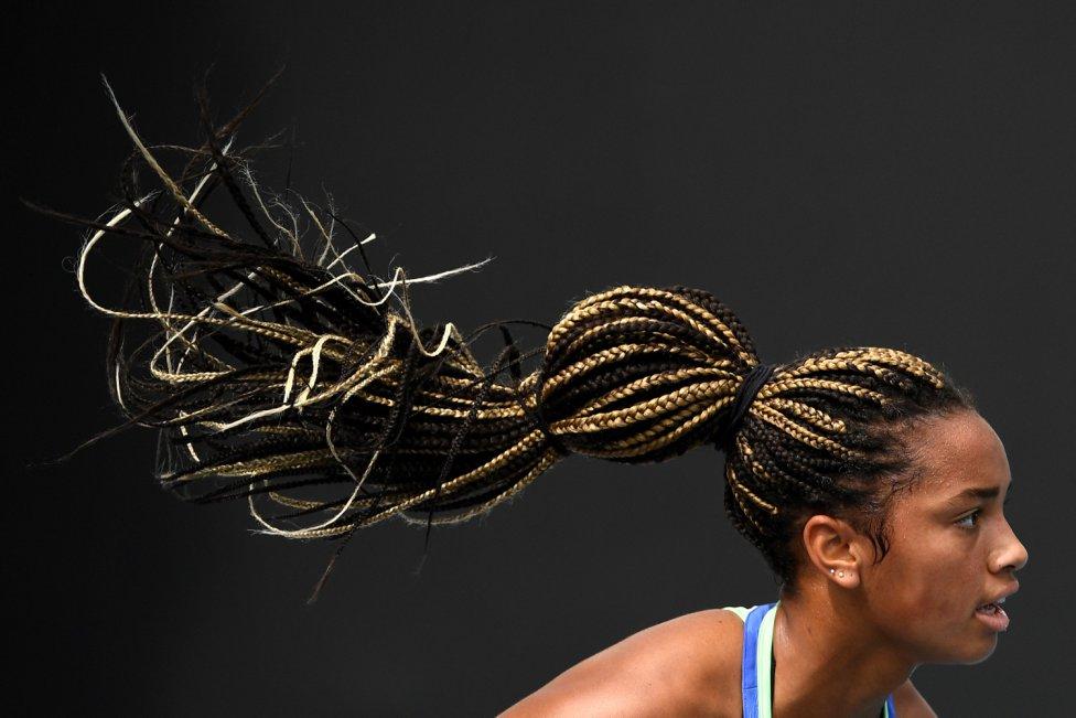 Curioso efecto del pelo de la tenista estadounidense Robin Montgomery durante el Abierto de Australia Júnior.