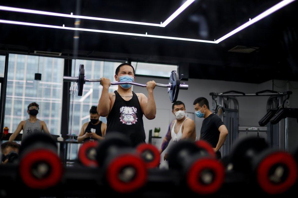 Comienza la reapertura de los gimnasios de Beijing con el uso de mascarillas para todos usuarios