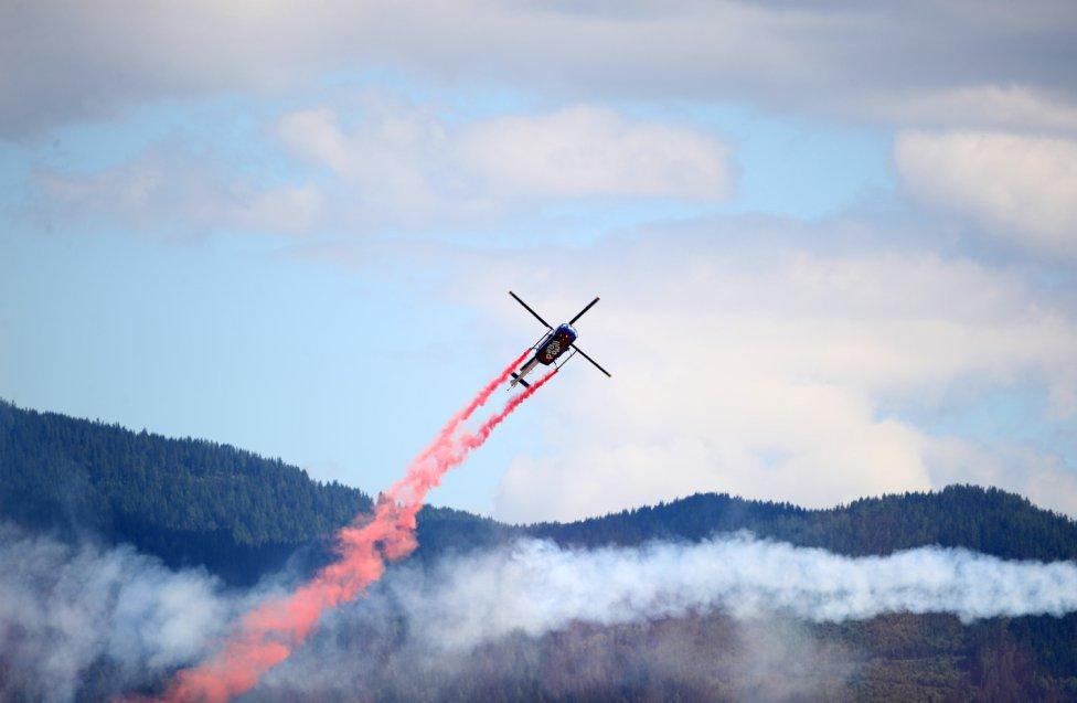 Un helicóptero durante la exhibición aérea que ha tenido lugar antes del inicio del Gran Premio de Fórmula 1 de Estiria en Austria.