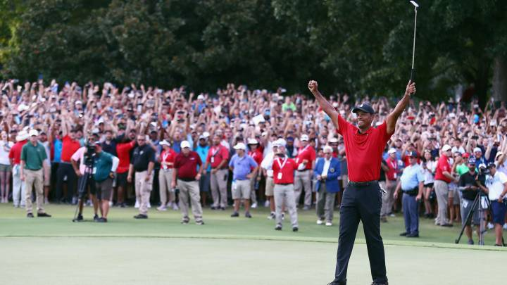 Tiger Woods celebra su victoria en el TOUR Championship en el hoyo 18 del East Lake Golf Club de Atlanta, Georgia.