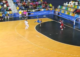 Cristiano, eat your heart out! Dani Santos bags spectacular Futsal overhead kick