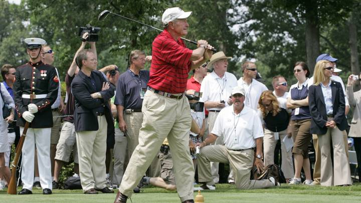George H. W. Bush jugaba al golf