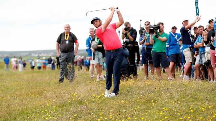 Jon Rahm golpea la bola durante la última jornada del Irish Open.