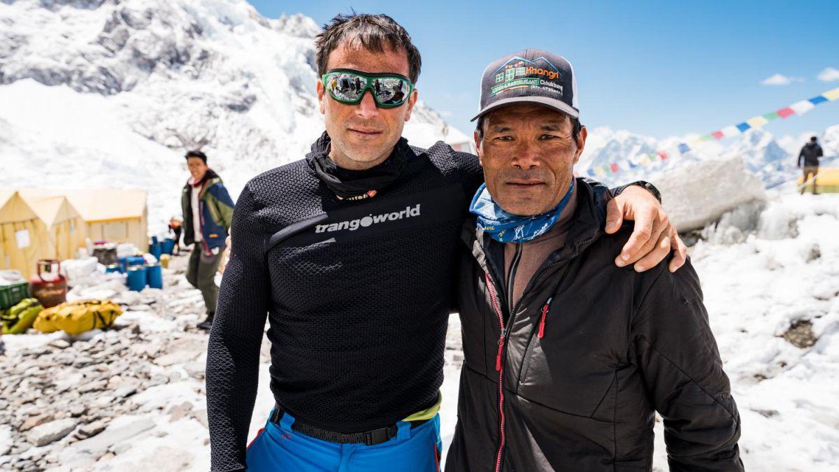 Alex Txikon retires from Everest