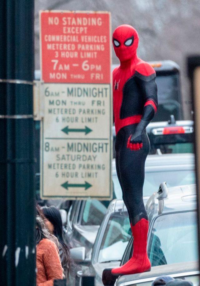 Nuevas imágenes de Tom Holland con el traje de Spidey en el rodaje de Spider-Man 3