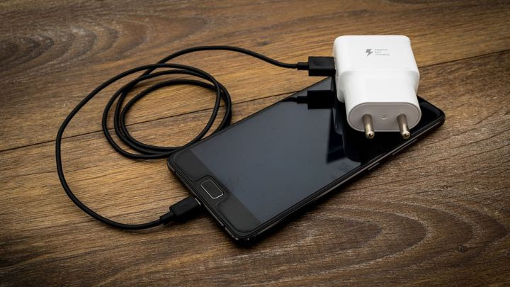 Estos son los móviles Android con mejor bateria según la OCU, olvídate del cargador