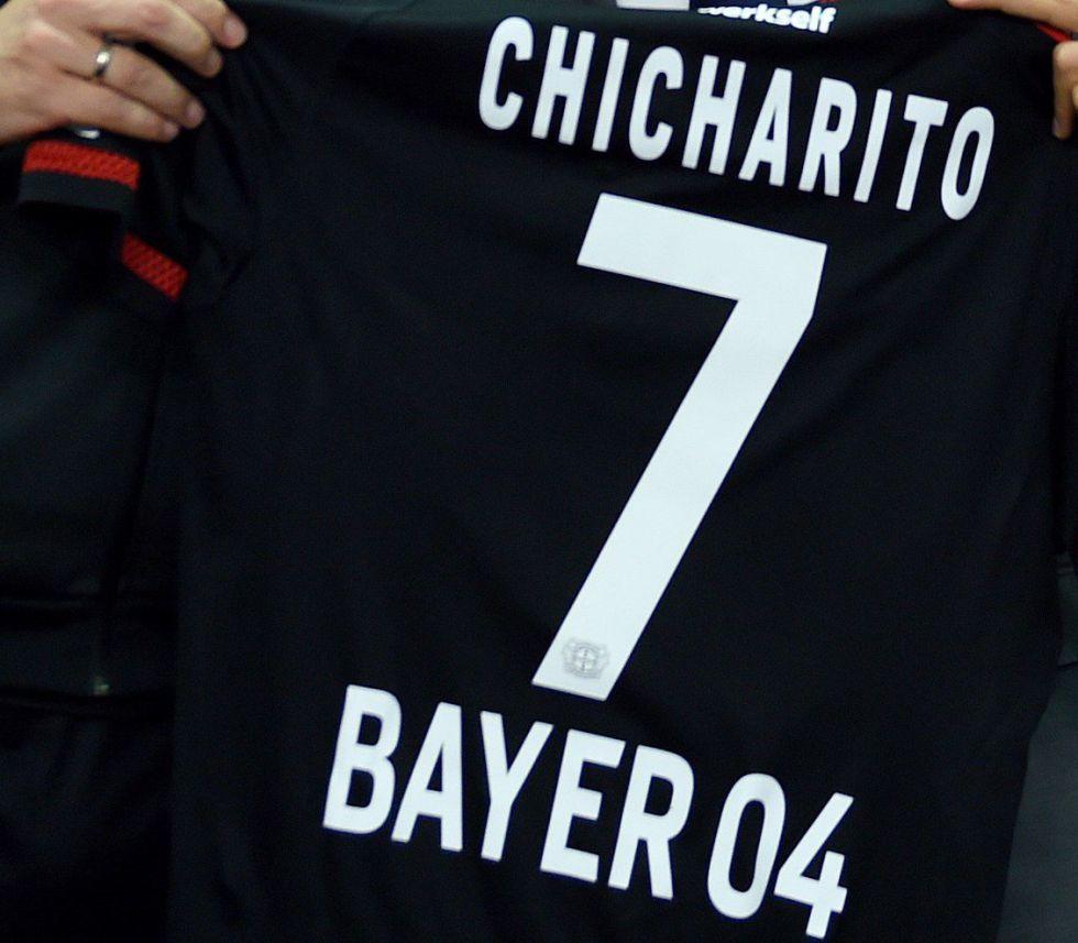 ab660895a1635 Javier Hernández  A la venta playera del Chicharito con el Bayer ...
