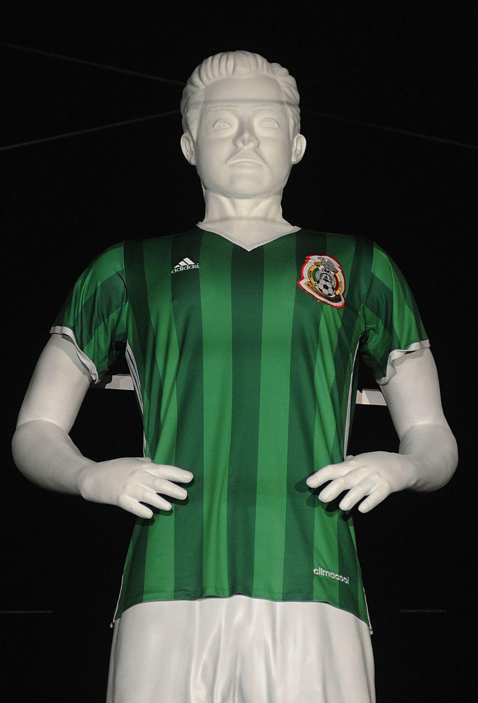 fe8da5885f277 Selección Mexicana  México presentó su nueva playera para Copa ...