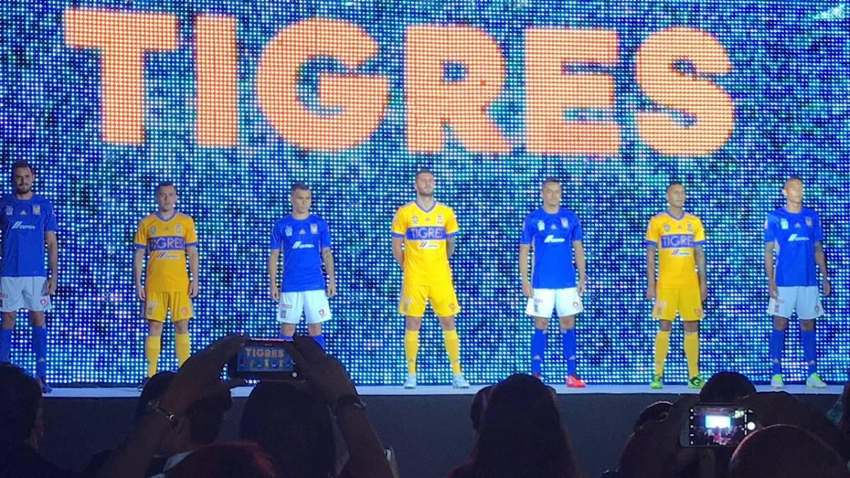 f74391333d5 Tigres presenta su nuevo uniforme para la 2017-2018 - AS México