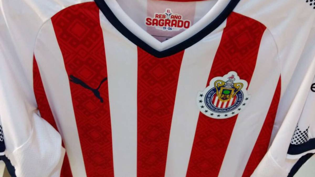 """Madrugan"""" a Chivas con su nuevo uniforme - AS México e6517c3976b71"""