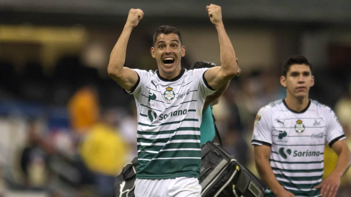 Gerardo Alcoba estará fuera de Santos Laguna