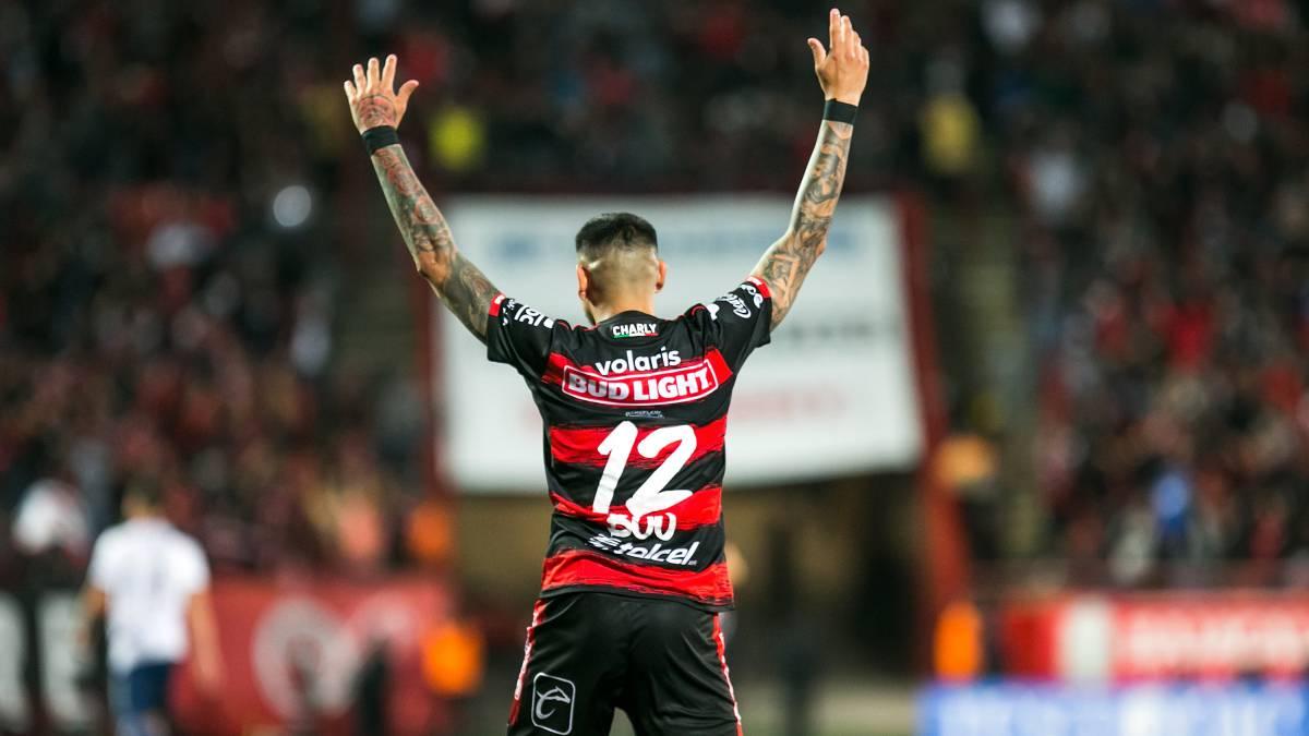 Gustavo Bou celebra un gol con Xolos de Tijuana