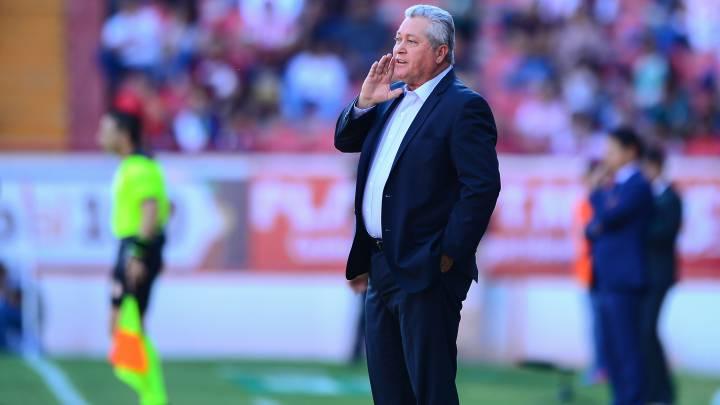 Víctor Manuel Vucetich sería presentado por Chivas el jueves, Michel Leaño dirigirá al equipo ante los Bravos de Juárez