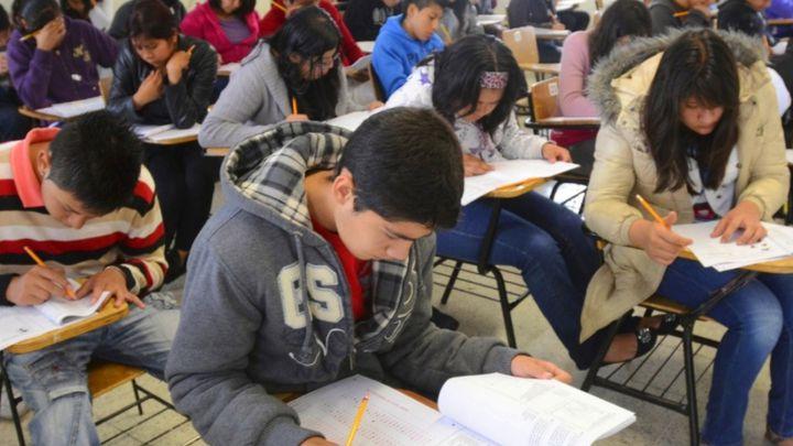 Beca Benito Juárez estudiantes de bachillerato.