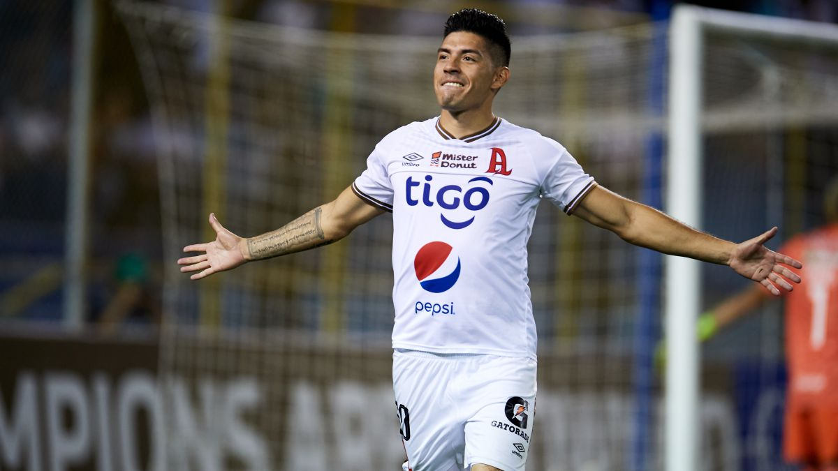 Felipe Ponce: 'El Salvador juega la final del Mundial contra México'