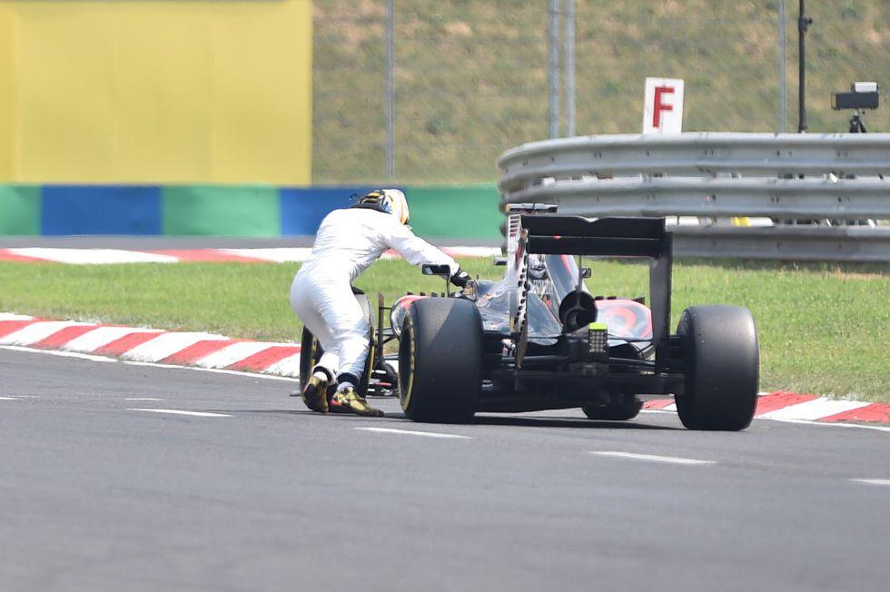 Resultado de imagen para Lewis Hamilton empujando
