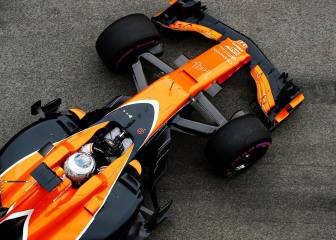 Alonso's McLaren finally on track on day three of testing