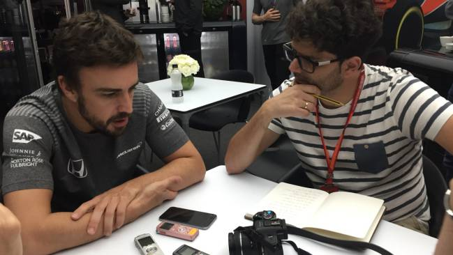 F1 driver Fernando Alonso talks to AS journalist Manu Franco at the Australian GP