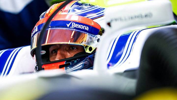 Robert Kubica subido en el Williams durante el test de Abu Dhabi.