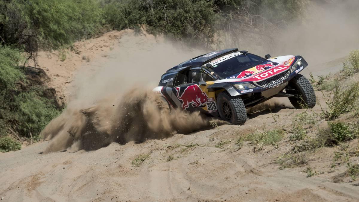 Peterhansel se hunde y Carlos Sainz roza el triunfo en el Dakar