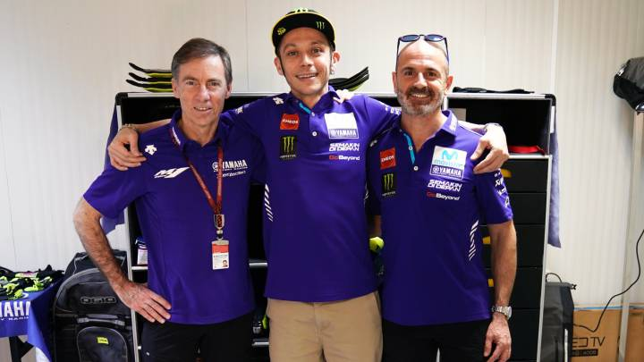 Valentino Rossi to race on into his 40s after signing new deal