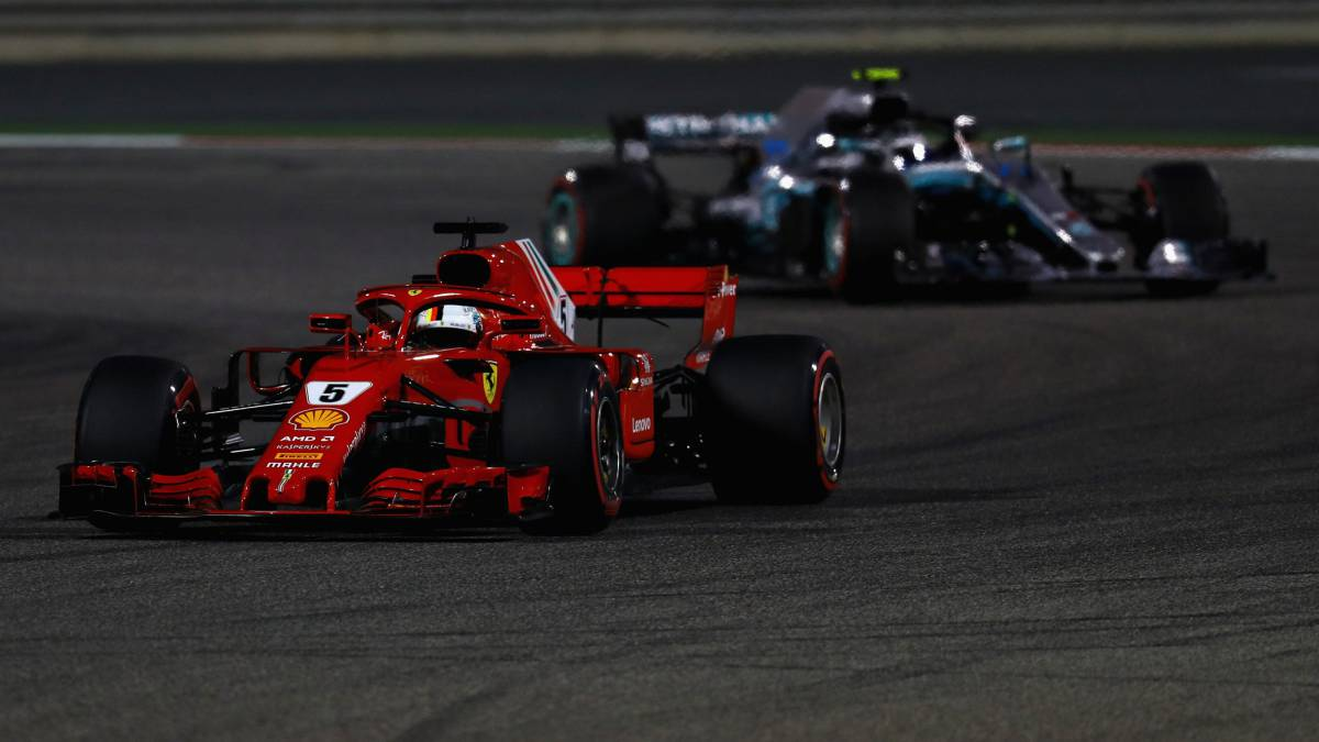 Vettel y Bottas en el GP de Bahréin de F1 2018.