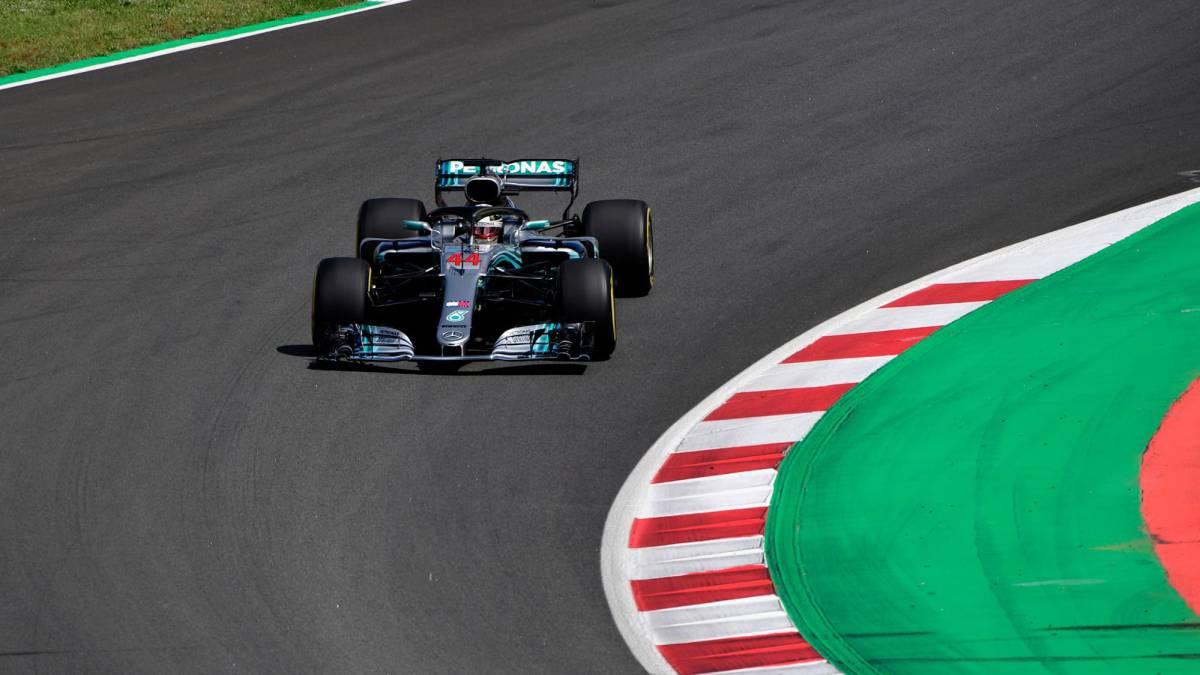 Hamilton vuela, Sainz y Alonso terminan en los puntos