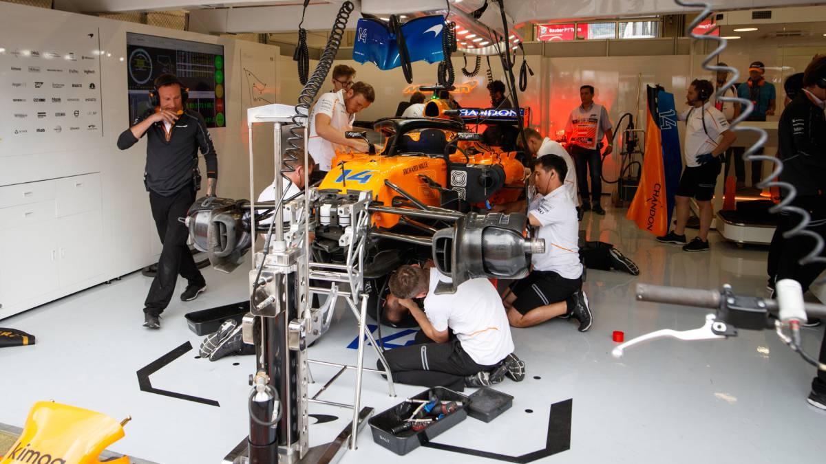 McLaren sin repuestos en Austria: Alonso desde el pit lane