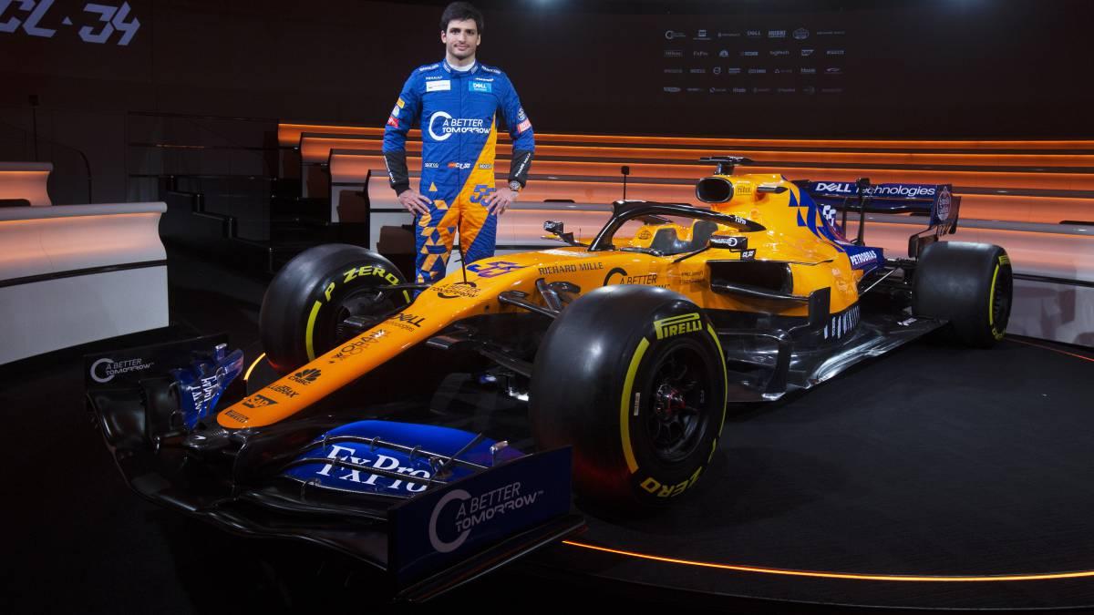 Carlos Sainz junto al McLaren MCL34 del Mundial de F1 2019.